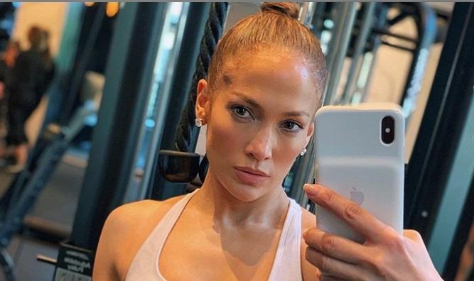 Skoraj 50-letna Jennifer Lopez pokazala svoje mišice