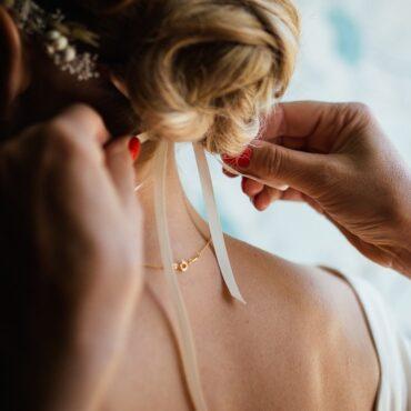 Preproste poročne frizure za vsak okus